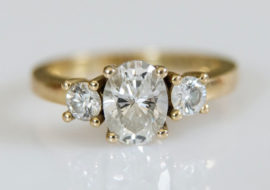 18 ct yellow gold oval trilogy ring